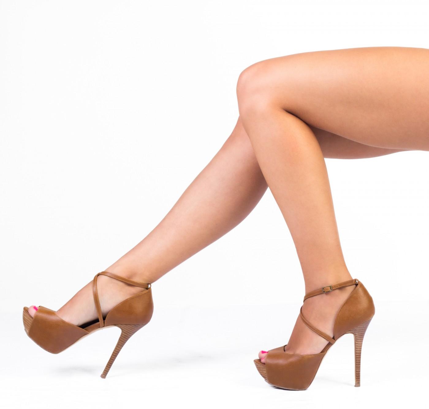 Femmes avec des talons hauts utilisés
